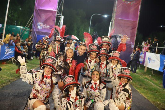 Carnaval del Bicentenario en el polideportivo municipal