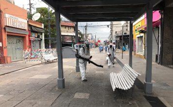 Desinfección de espacios públicos por parte de la municipalidad de Pilar