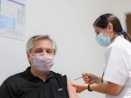 Alberto Fernández vacunado