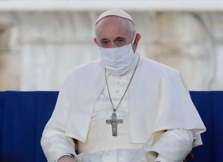 papa barbijo vaticano
